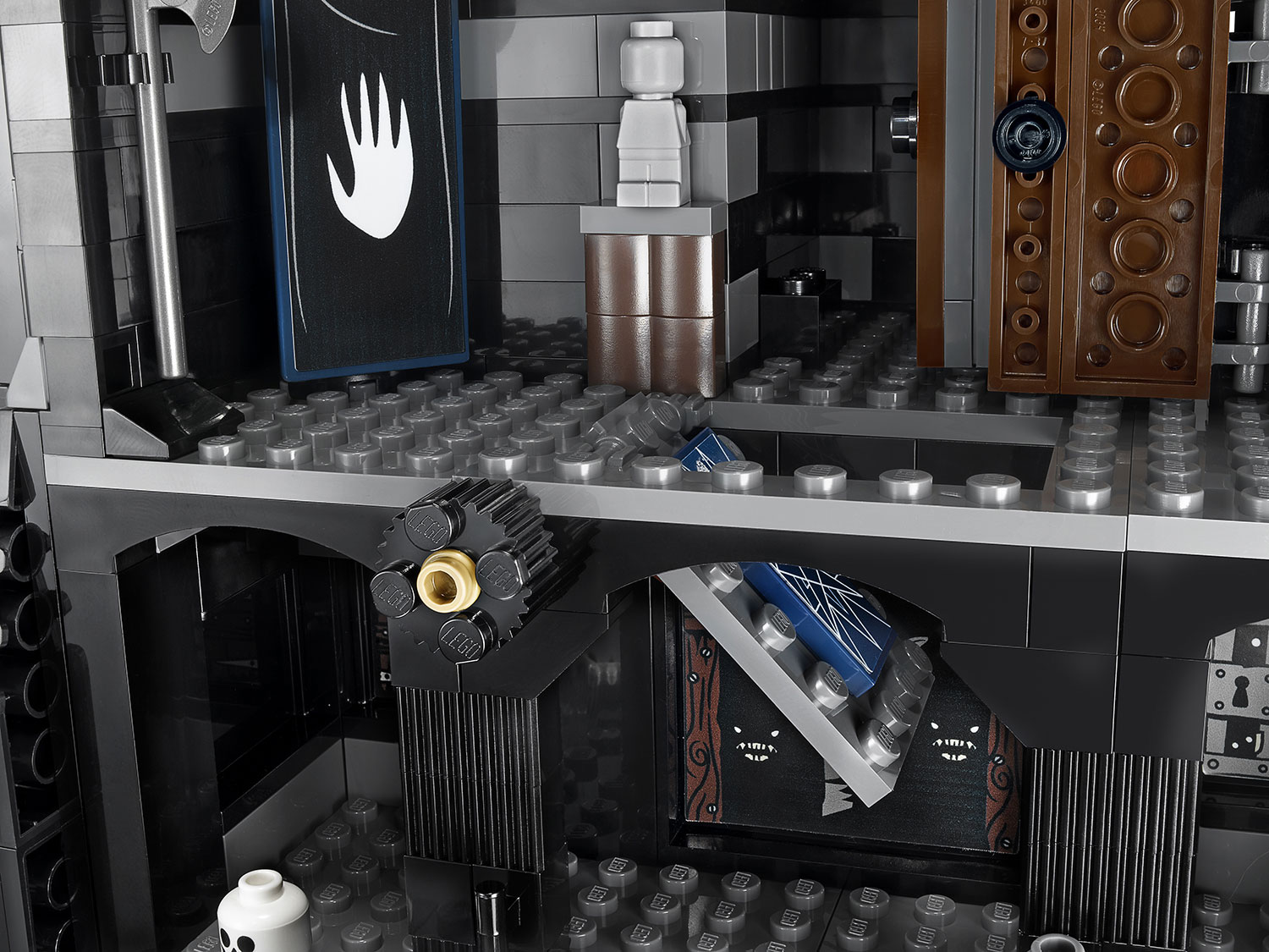 LEGO-Tower-Of-Orthanc-10237-trapdoor